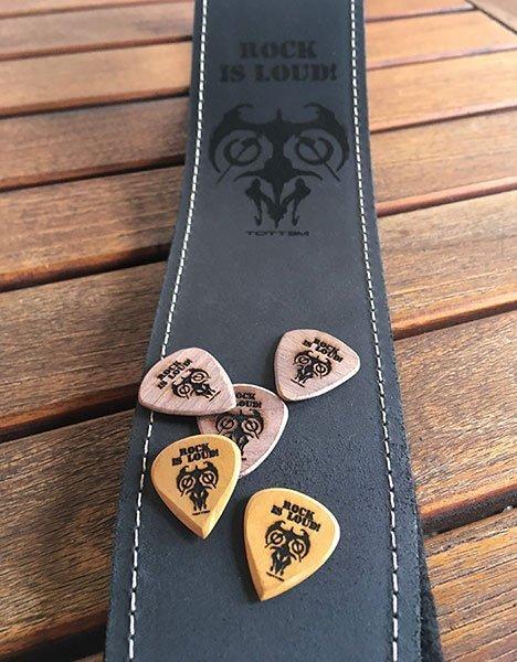 tracolla personalizzata per chitarra o basso in pelle con plettri