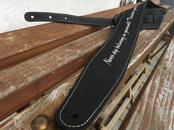 tracolle chitarra personalizzate in pelle
