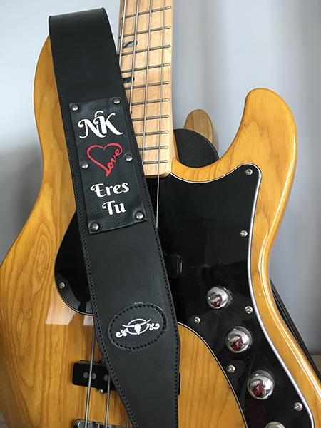 tracolla chitarra personalizzata in pelle