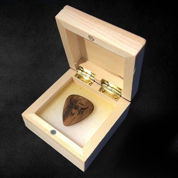 scatola porta plettri in legno personalizzata